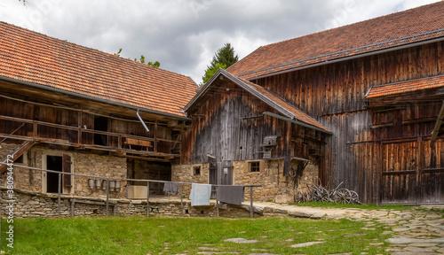 Fototapeta historic farmhouse scenery obraz