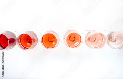 Carta da parati Rose wine glasses set on wine tasting