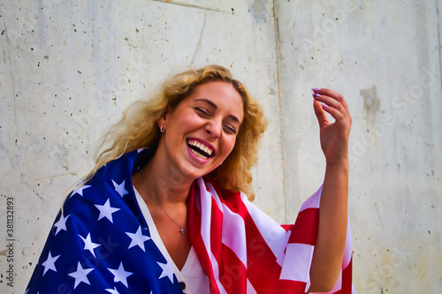 Fototapeta BLOND GIRL HAPPY WITH DONALD TRUMP