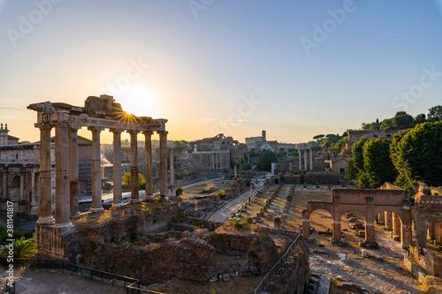 Cuadros en Lienzo Silent dawn in the Roman Forum, Rome