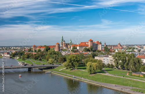 Photo Krakow, Poland, aerial view of the Wawel Castle and Vistula river