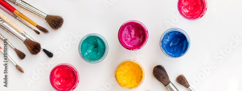 Open jars with gouache of different colors and brushes Fototapet