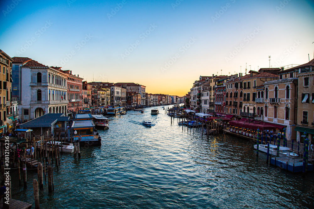 Fototapeta View of the Grand Canal in Venice with sun falling on horizon