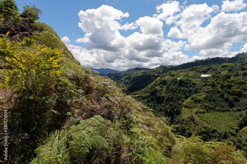 Andyjska dolina w górnym biegu rzeki Magdaleny. - fototapety na wymiar