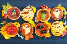 Halloween Mini Pizza With Chee...