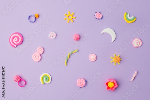 Cuadros en Lienzo Abstract purple pastel background with kids accessories from clay, Concept of po
