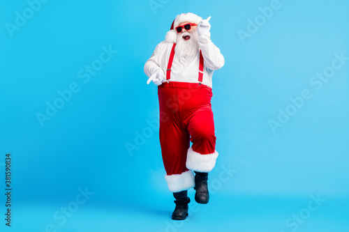 Fényképezés Full size photo of funky fat crazy santa claus with big abdomen beard dance x-ma