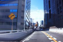 高速道路と高層ビル