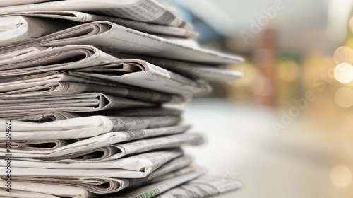 Photo Pile of newspapers stacks on blur background