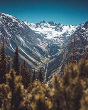 Blick In Ein Tiefes Tal Beim W...