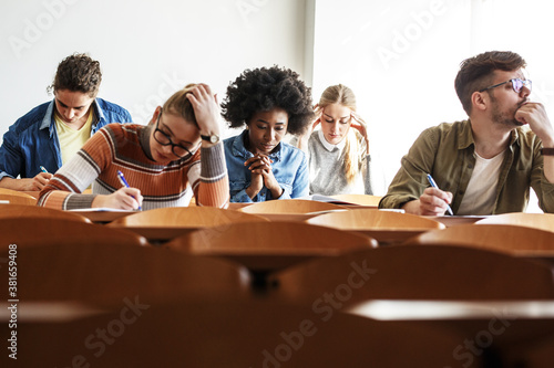 Group of college students working on  test in a classroom Fototapet