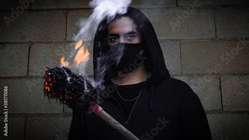 Fotografía YOUNG MAN WITH FIRE TORCH IN URBAN EXPLORATION URBEX