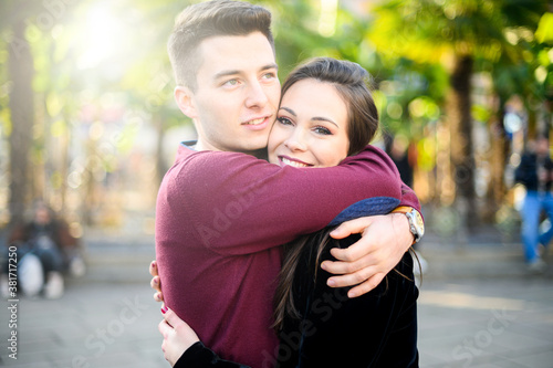 Cuadros en Lienzo Young couple hugging outdoor with love