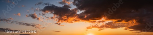 Fotografía Summer sunset sky panorama with fleece colorful clouds