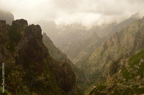 Cuadros en Lienzo The dramatic steep mountains on Madeira Island in Portugal