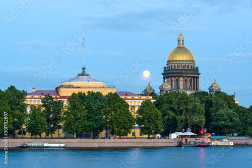 Fototapeta St Isaac's Cathedral and Admiralty across Neva river, famous landmarks, St Petersburg, Russia obraz
