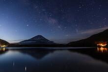 富士山と天の川(精進...