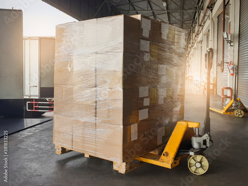 Shipment boxes, Cargo freight truck, Delivery Tableau sur Toile