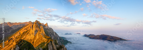 Cuadros en Lienzo Colorful sunrise on the clouds and steep ridge of the majestic  Schaefler peak i