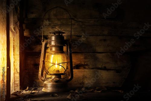 Photo Antique lantern kerosene on an old overgrown wood