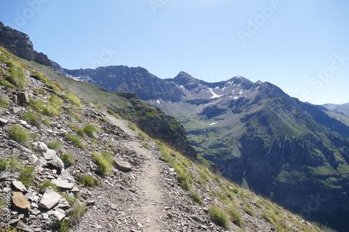 Photo Chemin de randonnée dans la montagne abrupte