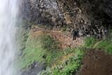 Fototapeta Do pokoju - passage sous la cascade