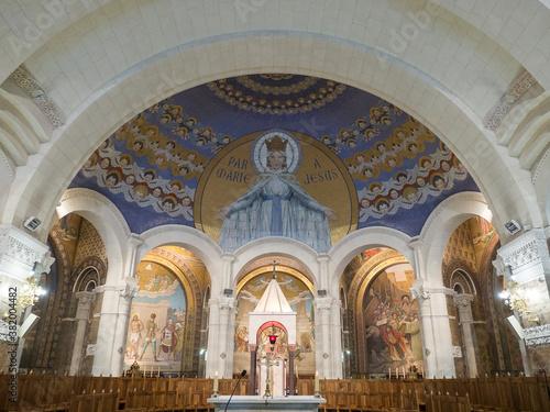 Foto particolare dell'interno della basilica di Nostra Signora del Rosario è una chie