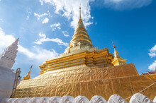 Beautiful Gilded Chedi In Wat ...