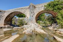 Le Pont Vieux Sur La Rivière ...