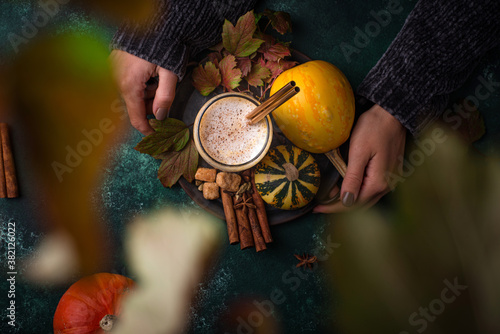 Pumpkin latte, hot autumn drink Fototapet
