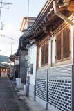 Fototapeta Fototapety na drzwi - narrow alleyways and streets of village in seoul, south korea.