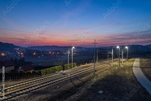 Grybów,  zachód słońca w miejscowości Ptaszkowa.