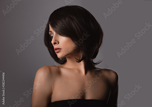 Foto Alluring portrait of short bob hair style woman looking down on grey background