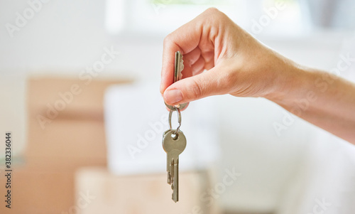 Fotografiet Owner holds keys to new house