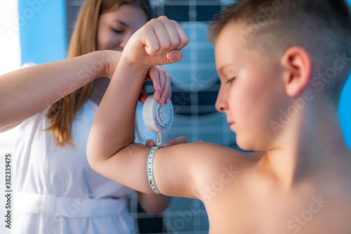 Muscle strength and volume analysis in children, anthropometric upper arm circum Canvas