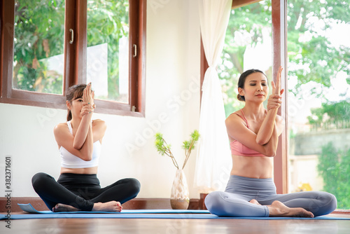 Yoga training Canvas