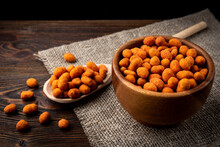 Paprika Roasted Peanuts On Dar...