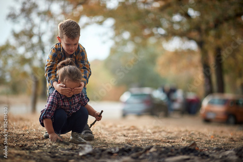 Brother and sister playing in the woods; Healthy childhood concept Fototapet