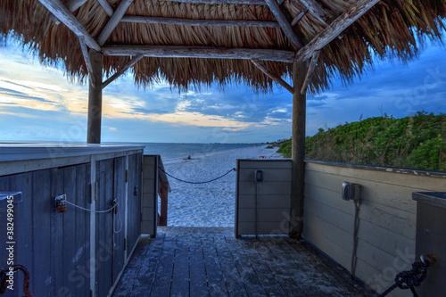 Fotomural Tiki hut Boardwalk leads down to the white sand of Barefoot Beach in Bonita Spri