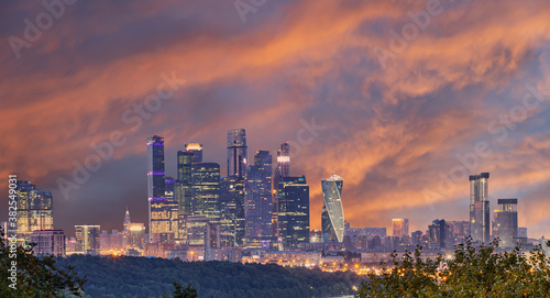 Fotografía iew of the city and skyscrapers Moscow city from Sparrow Hills or Vorobyovy Gory