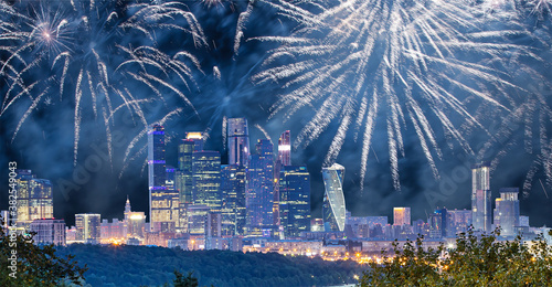 Fotomural Fireworks over the Moscow city from Sparrow Hills or Vorobyovy Gory observation platform-- is on a steep bank 85 m above the Moskva river, or 200 m above sea level