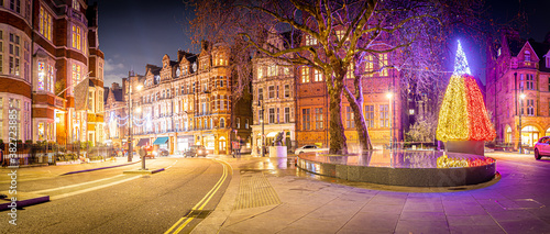 Obraz Christmas tree in Mayfair in London - fototapety do salonu