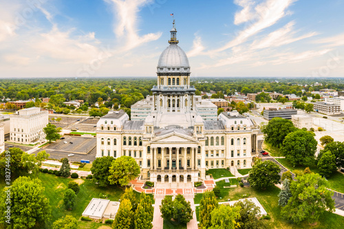 Obraz Drone view of the Illinois State Capitol, in Springfield. Illinois State Capitol houses the legislative and executive branches of the government of the U.S. state of Illinois - fototapety do salonu