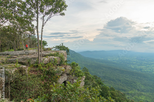 Fotografía Cliff with beautiful views and steep cliffs of Hua Nak at Chaiyaphum Thailand