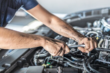 Auto Mechanic Working And Repa...