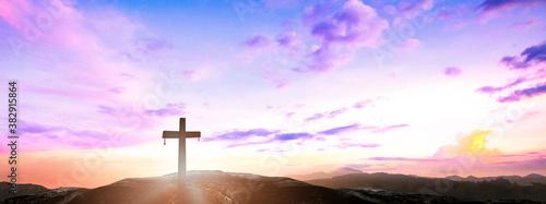 Fotografía Ascension day concept: The cross on mountain autumn sunrise background
