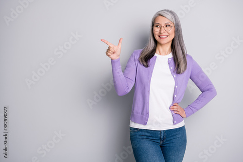 Obraz na plátně Photo portrait of positive satisfied grandmother smiling looking pointing showin