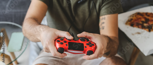 Fotomural Happy man playing online video games - Young gamer having fun on new technology
