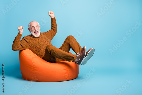 Foto Portrait of his he nice attractive cheerful cheery glad excited lucky bearded gr