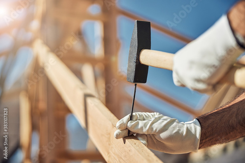 Obraz na plátně Close up of constructor that hammering the nail
